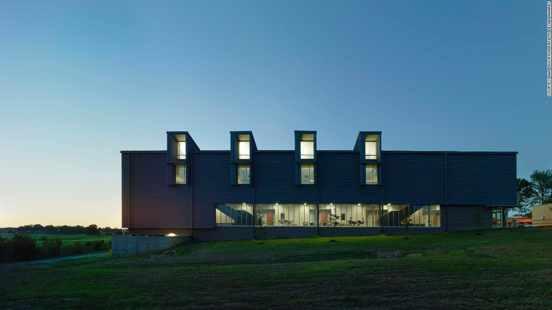 Part of the largest community college in Mississippi, this energy-efficient building was designed to accommodate day and evening classes for its student community. Incorporating laboratories, classrooms, offices and study areas into a construction made from durable materials, the building received the AIA Mississippi Honor Award in 2012.