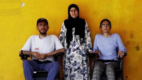 cnnee pkg amanpour refugiado siria discapacitado_00010006