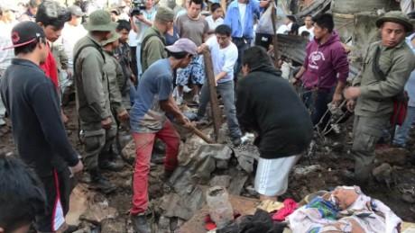 cnnee pkg patzy vazquez guatemala deslizamientos tierra muertos funerales_00022623