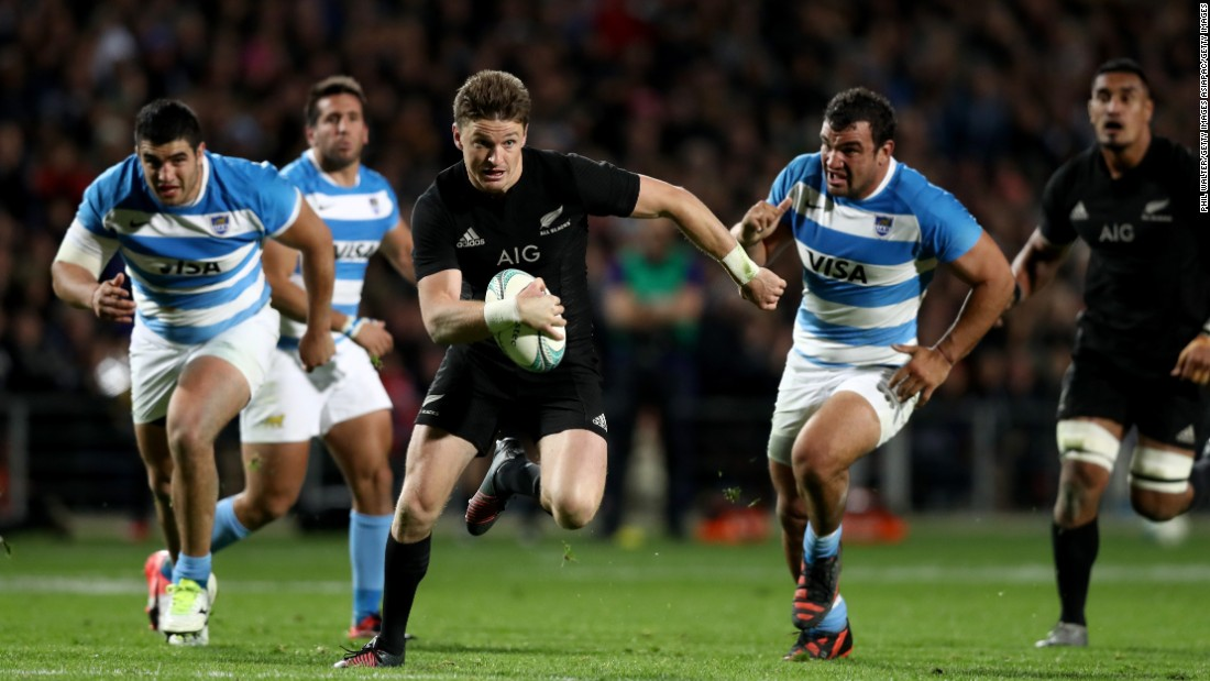 Beauden Barrett of the All Blacks makes a break during the Rugby Championship match between the New Zealand All Blacks and Argentina at Waikato Stadium on September 10, 2016 in Hamilton, New Zealand.