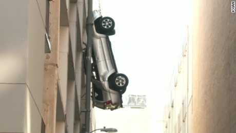car dangles off parking garage austin raw vo_00002403