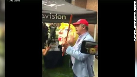 cnnee vo fox le pega a una piñata de donald trump _00000520