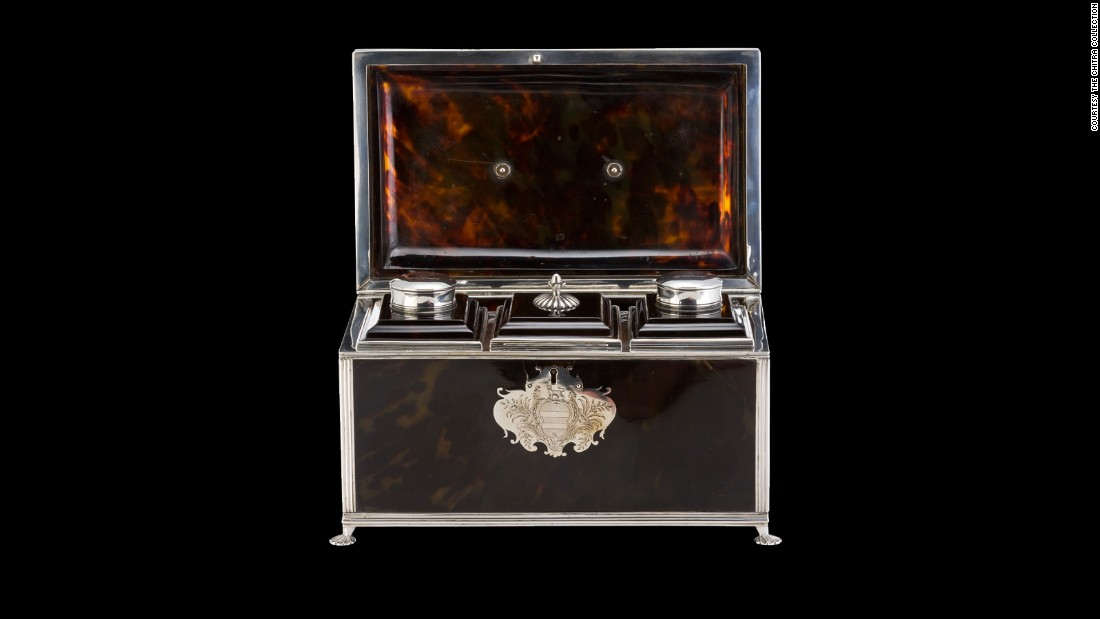 This tea caddy from the same period also features Rococo elements.