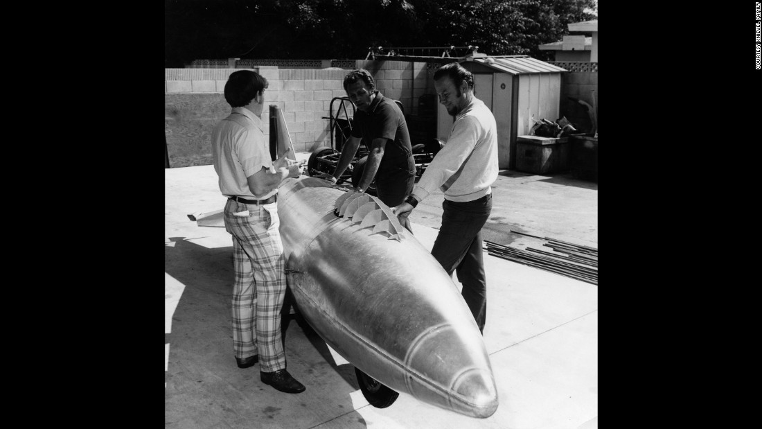 Knievel, center, and his team with their first test rocket. Knievel hired engineers Doug Malewicki and Robert Truax to build the craft and its steam engine.