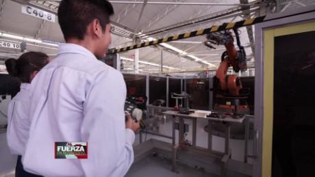 cnnee pkg web preview fuerza en movimiento mexico potencia automotriz gabriela frias_00011703
