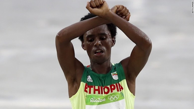 olympic runner discusses protesting at summer games feyisa lilesa_00011710