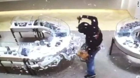 houston jewlery heist caught on camera pkg_00004517