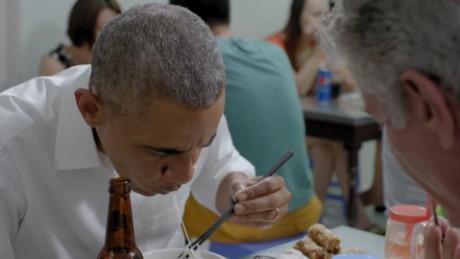 cnnee promo obama bourdain comiendo noodles _00011022