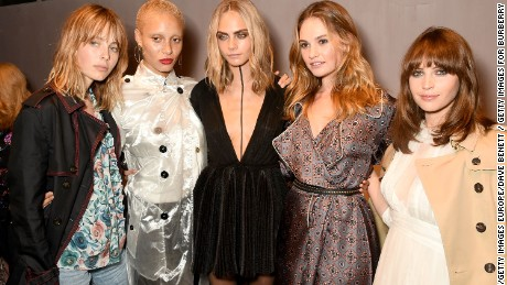 LONDON, ENGLAND - SEPTEMBER 19:  (L-R) Edie Campbell, Adwoa Aboah, Cara Delevingne, Lily James and Felicity Jones wearing Burberry at the Burberry September 2016 show during London Fashion Week SS17 at Makers House on September 19, 2016 in London, England.  (Photo by David M. Benett/Dave Benett / Getty Images for Burberry) *** Local Caption *** Edie Campbell; Adwoa Aboah; Cara Delevingne; Lily James; Felicity Jones