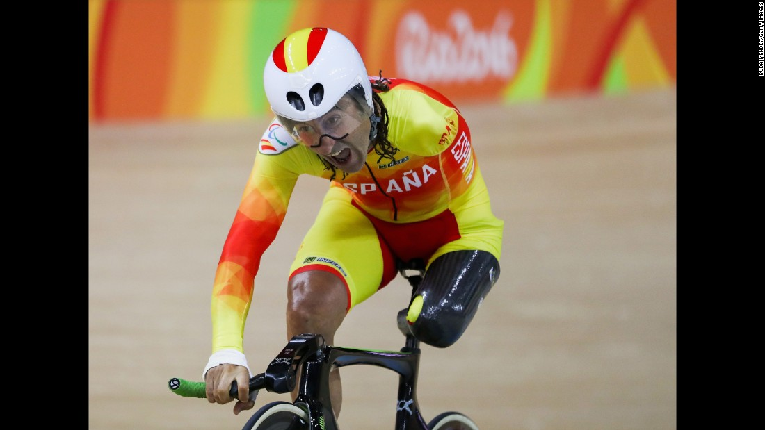 Spain's Juan Jose Mendez Fernandez qualifies for a pursuit event.