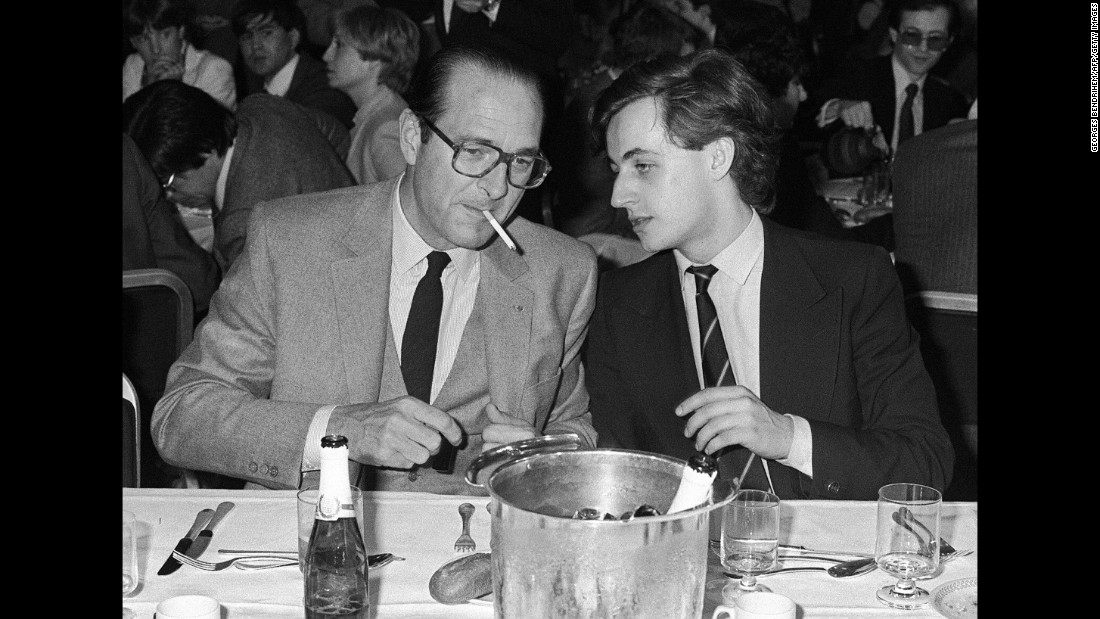 Chirac speaks with future French President Nicolas Sarkozy in 1981. At the time, Sarkozy was a fellow party member in charge of youth.
