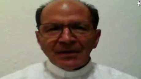 cnnee cafe intvw solalinde sacerdotes muertos mexico_00073601