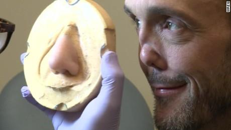 prosthetic nose bartender pkg_00001405