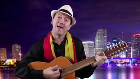 cnnee camilo intvw saulo garcia comediante latinoamericano_00001225
