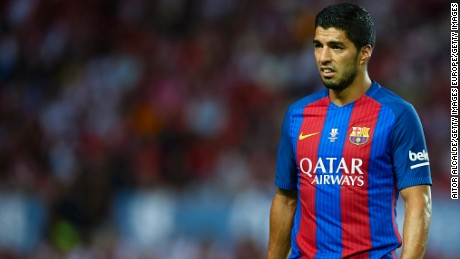 SEVILLE, SPAIN - AUGUST 14:  Luis Suarez of FC Barcelona looks on during the match between Sevilla FC vs FC Barcelona as part of the Spanish Super Cup Final 1st Leg  at Estadio Ramon Sanchez Pizjuan on August 14, 2016 in Seville, Spain.  (Photo by Aitor Alcalde/Getty Images)