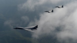 US B-1 bombers fly over Korean Peninsula
