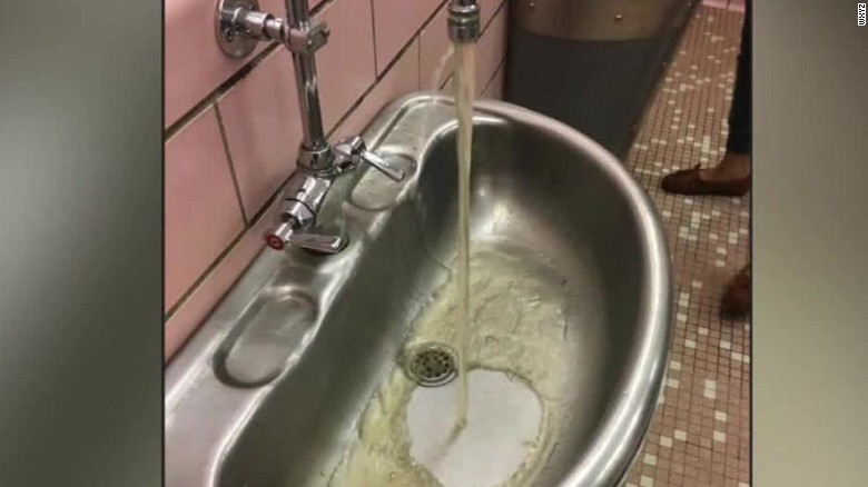 Student Suspended After She Takes Photo Of School S Dirty