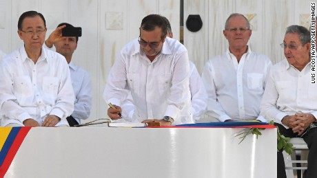 The head of the FARC guerrillas Timoleon Jimenez signs the historic peace agreement between the Colombian government and the FARC.