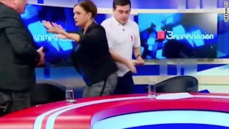 donad trump hillary clinton debate georgia brawl moos pkg erin_00011519