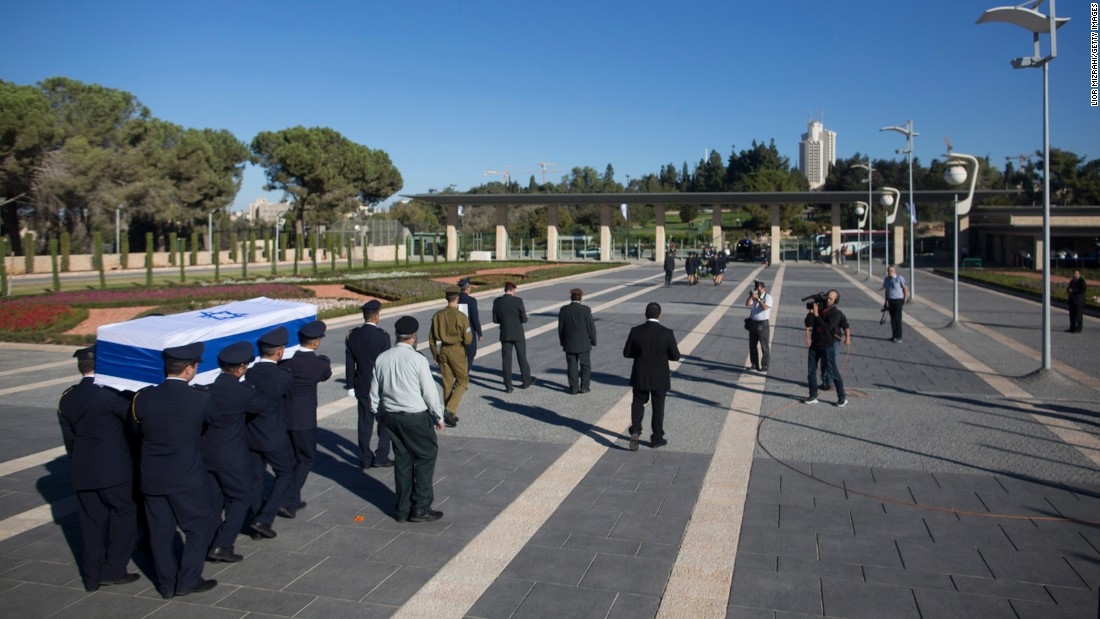 "Guards carry the coffin of former Israeli President Shimon Peres to Mount Herzl, Israel's national cemetery, on Friday, September 30. Peres, who shared a Nobel Prize for forging a peace deal between Israelis and Palestinians, <a href=""http://www.cnn.com/2016/09/27/middleeast/shimon-peres-obit/"" target=""_blank"">died Wednesday</a> at the age of 93."