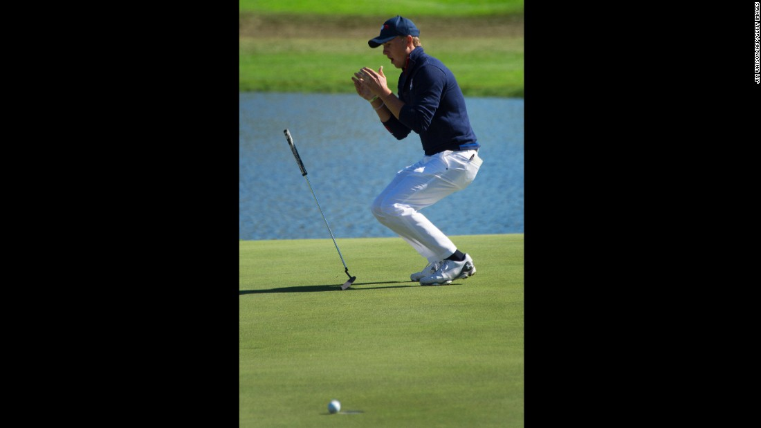 USA's Jordan Spieth reacts as he misses a birdie putt and loses a stroke on the 17th green.