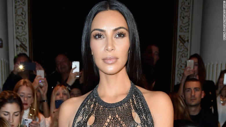 Kim Kardashian West robbed at gunpoint