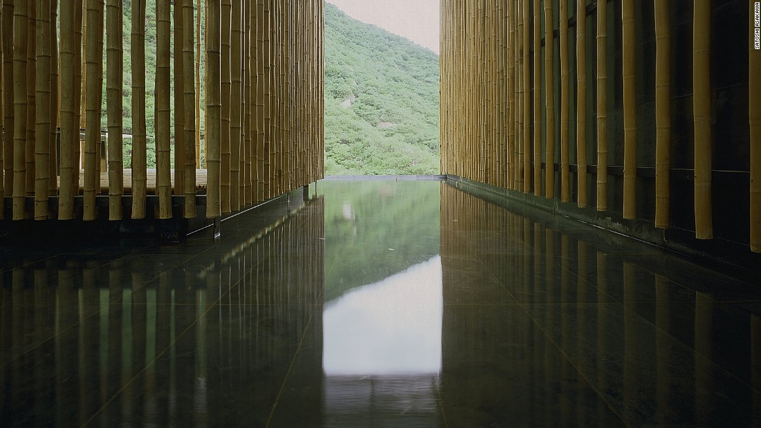 The project utilizes the site's geographical features and locally produced materials. Kuma's bamboo walls let the light and wind into the rooms.