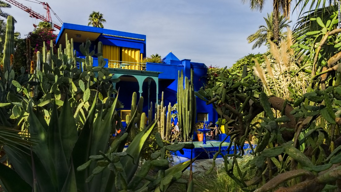 The garden was cultivated by French orientalist painter Jacques Majorelle, who bought a palm grove in 1923 and commissioned an Art Deco studio in 1931.