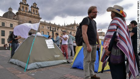 Demonstrators camp in Bolivar square on October 6, 2016, in Bogota, demanding Colombian government and the Revolutionary Armed Forces of Colombia (FARC) guerrillas not to give up on a peace deal narrowly rejected by voters on a referendum las October 2. / AFP / GUILLERMO LEGARIA        (Photo credit should read GUILLERMO LEGARIA/AFP/Getty Images)