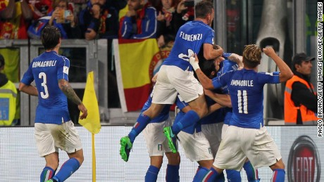 Italy players celebrate Daniele De Rossi's late equalizer against Spain.