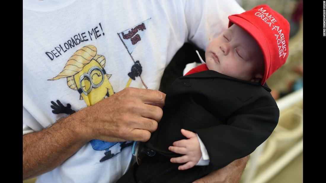 Matthew Cohen is dressed up like Republican presidential candidate Donald Trump at a Trump rally in Henderson, Nevada, on Wednesday, October 5.