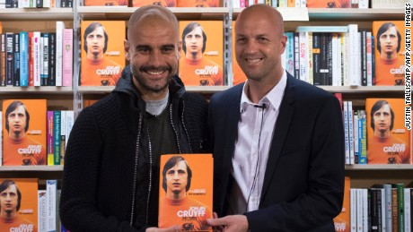 Guardiola (L) poses for a photograph with former Dutch football player and manager Jordi Cruyff.