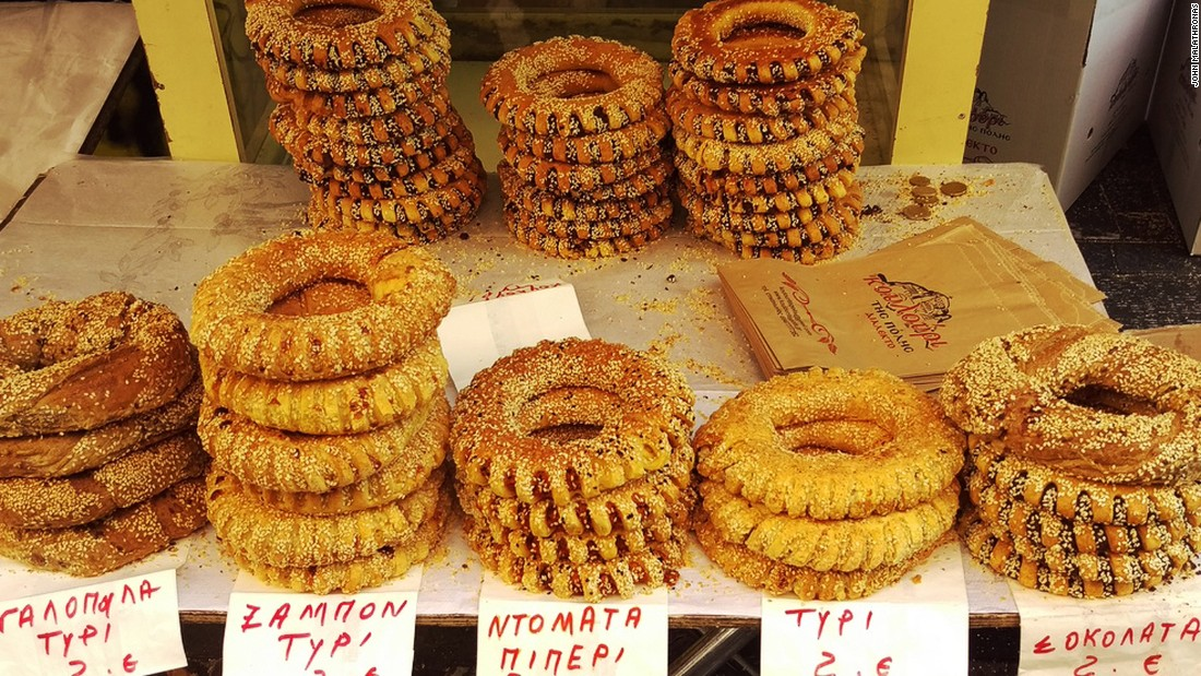 Koulouri are at the center of Athens's street food revolution. An increasing number of koulouri stands are starting to resemble London or New York sandwich counters, offering fillings galore.<br />
