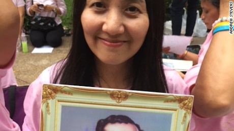 Donnapha Kladbupha holds a picture of a young King Bhumibol.