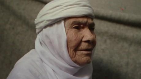 syrian refugee 115 year old eida karmi elbagir pkg_00005007