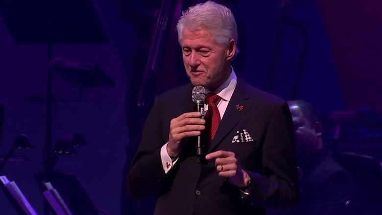Clintons rally with celebrities for fundraiser