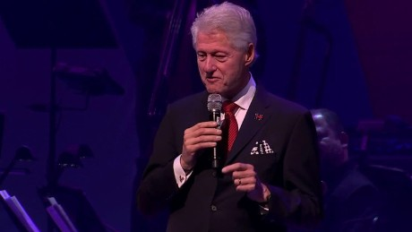chelsea clinton billy crystal bill clinton broadway fundraiser bts_00025327