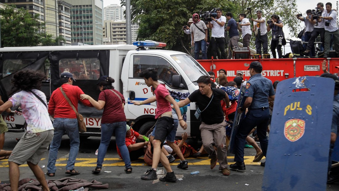 "Anti-American protests outside the U.S. Embassy in Manila, Philippines, ended violently when <a href=""http://www.cnn.com/2016/10/19/asia/us-embassy-manila-clashes/"" target=""_blank"">a police van repeatedly plowed into the crowd</a> on Wednesday, October 19. Twelve people were injured and 29 were arrested, police told CNN."