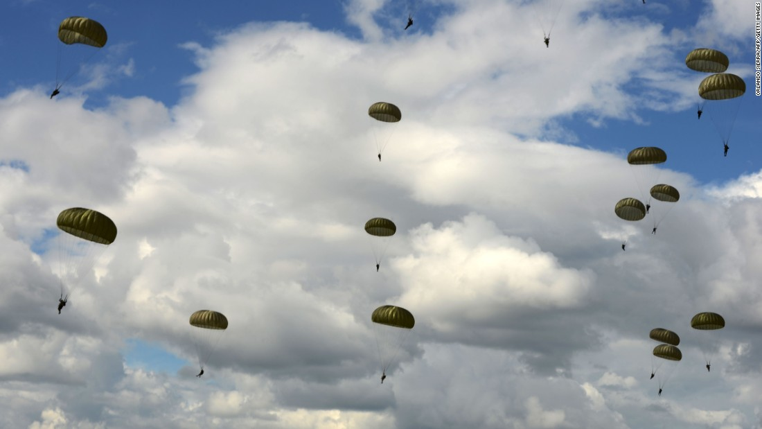 Honduran soldiers parachute during a training exercise in Tegucigalpa, Honduras, on Saturday, October 15.