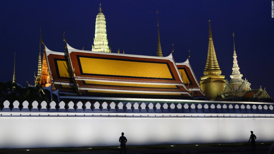 "Police stand guard at the Grand Palace in Bangkok, Thailand, where the body of <a href=""http://www.cnn.com/2016/10/12/asia/gallery/thai-king-bhumibol-adulyadej/index.html"" target=""_blank"">King Bhumibol Adulyadej</a> was enshrined on Tuesday, October 18. The King's death was announced October 13. He was 88. <a href=""http://www.cnn.com/2016/10/13/world/gallery/week-in-photos-1014/index.html"" target=""_blank"">See last week in 34 photos</a>"