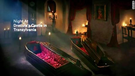 cnnee pkg marta garcia airbnb castillo dracula halloween miedo noche de brujas_00001315