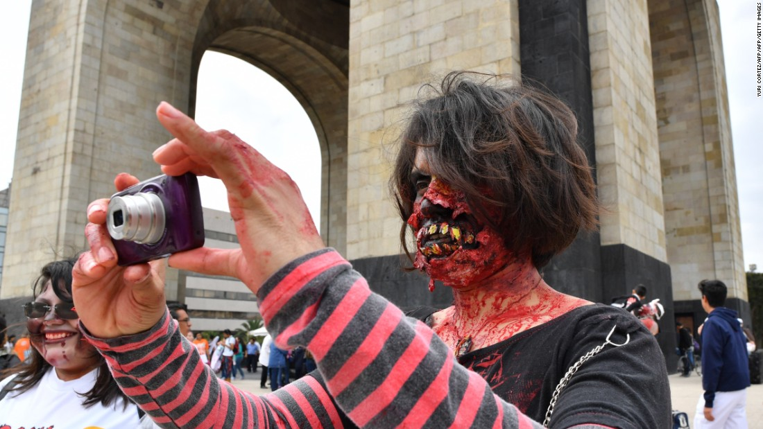 "People take part in the annual ""Zombie Walk"" at the Revolution Square in Mexico City on October 22, 2016."