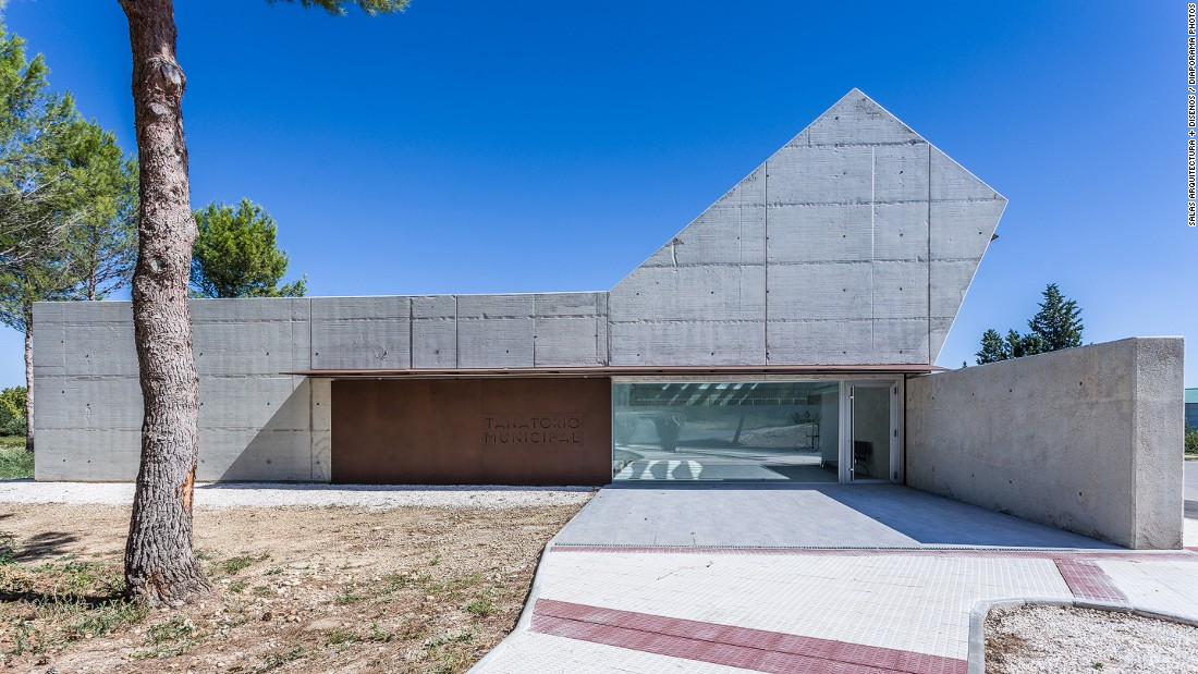 This morgue, designed by Salas Arquitectura + Diseños, aims to connect mourners with the afterlife through the use of natural light, raw materials and intimate corners.