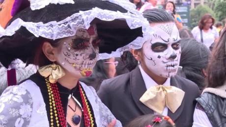 cnnee nat pkg catrinas mexico desfile dia de muertos _00002222