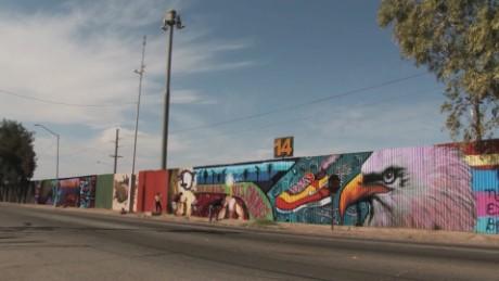cnnee pkg krupskaia alis mural muro fronterizo unidad amistad eeuu mexico_00000729