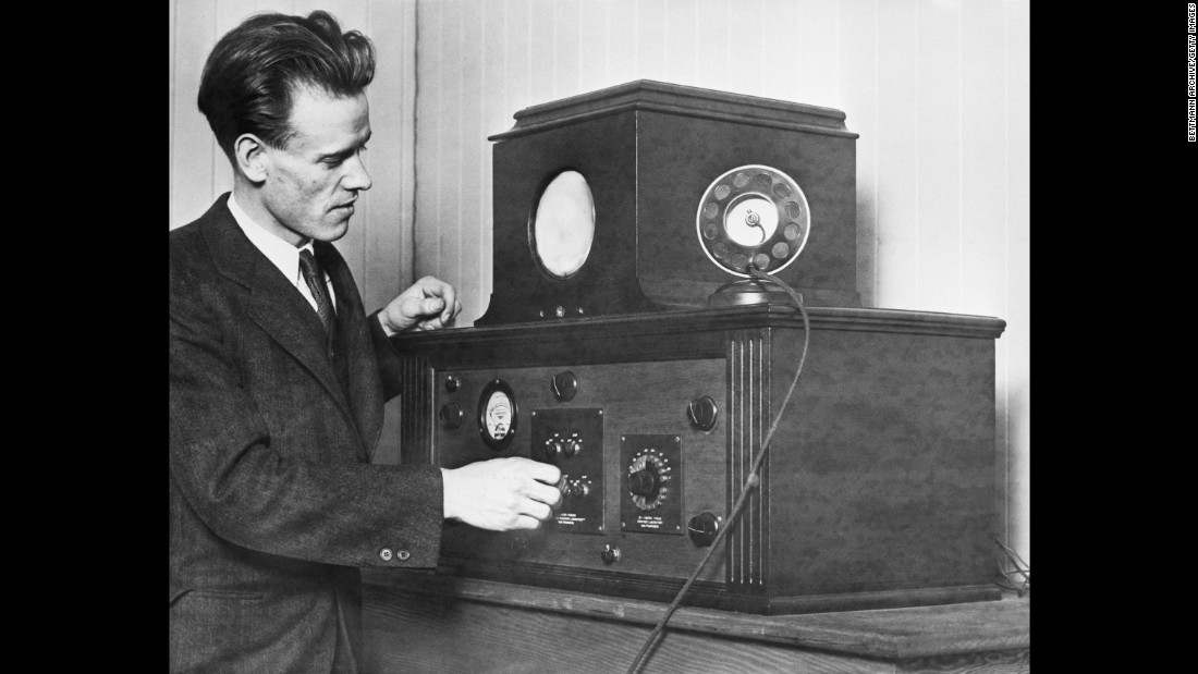 US sports broadcasts wouldn't come to radio (1921) or TV (1939) until well after the Cubs' title. Here's inventor Philo Farnsworth with an electronic television receiver in 1930.