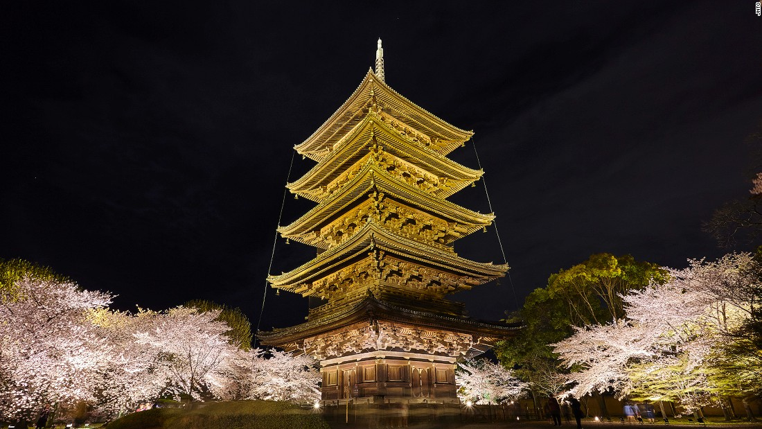 Yet another Kyoto UNESCO-listed site, Toji Temple features Japan's highest pagoda. Standing 55 meters tall, this five-story wooden structure was founded in 794. The temple complex hosts a flea market on the 21st of every month.