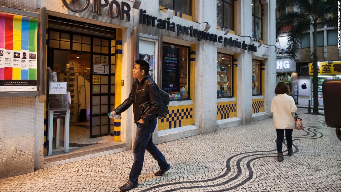 Livraria Portuguesa is located on Rus de São Domingos, a five-minute walk from the popular Largo do Senado -- or Senate Square.