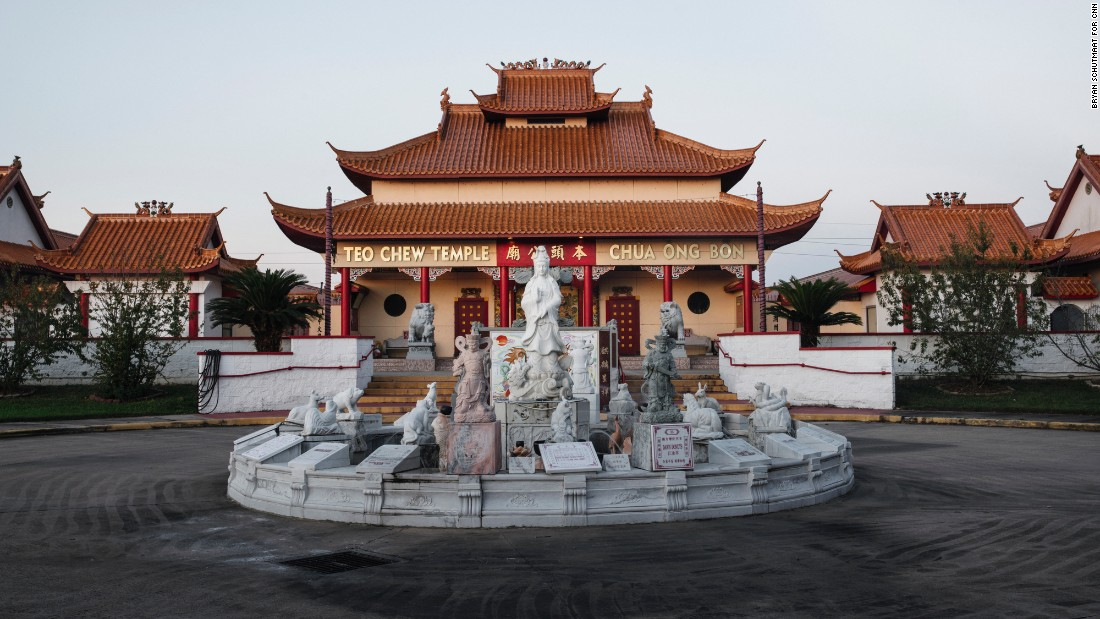 Houston's Chinatown is relatively lacking in postcard-worthy vistas, but one exception is the Vietnamese Buddhist Teo Chew Temple.