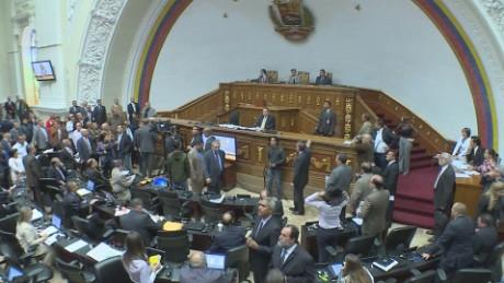 cnnee pkg osmary venezuela tension asamblea testimonio duarte_00010508